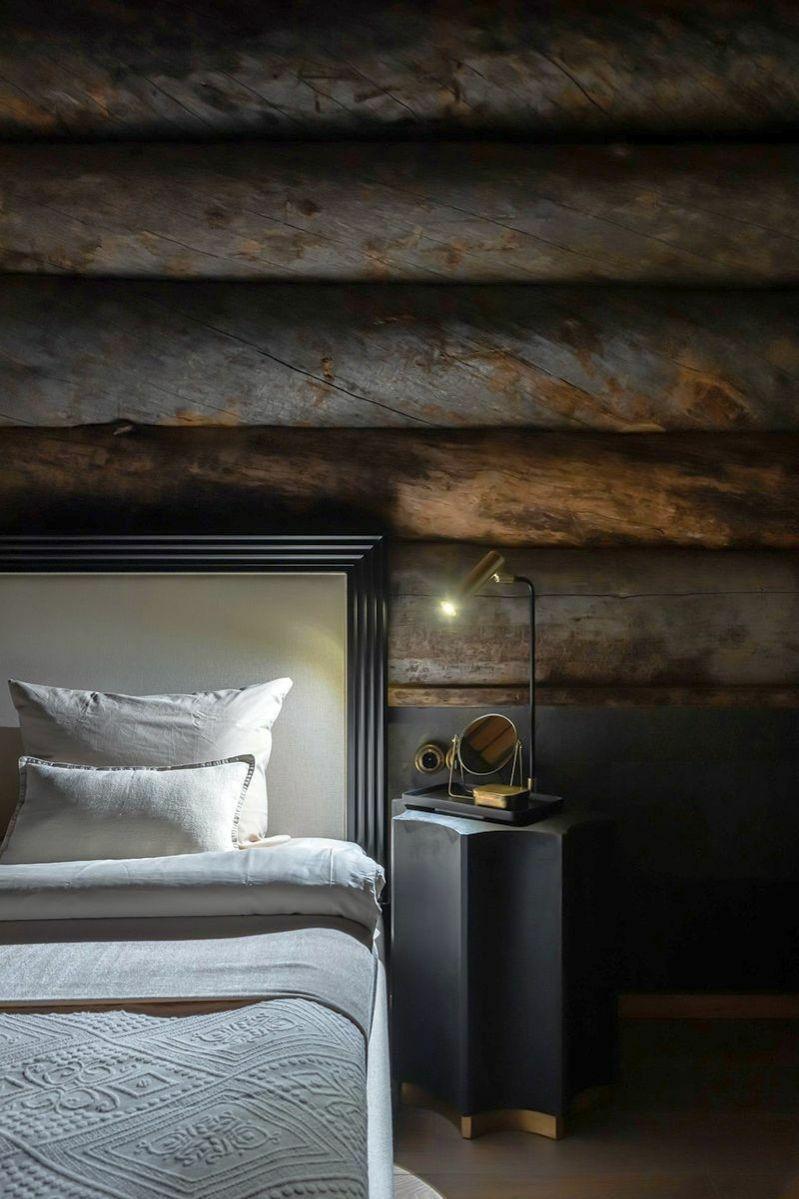 Elegáns ágy és éjjeliszekrény