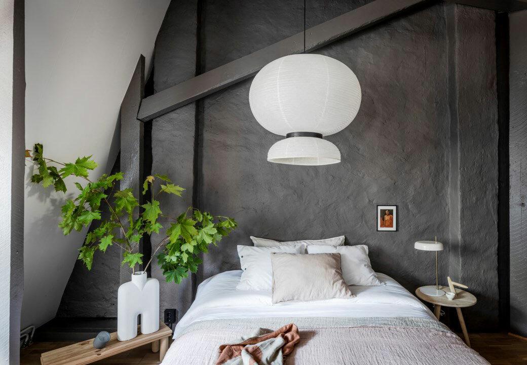 Fehér lámpa, fal ágy