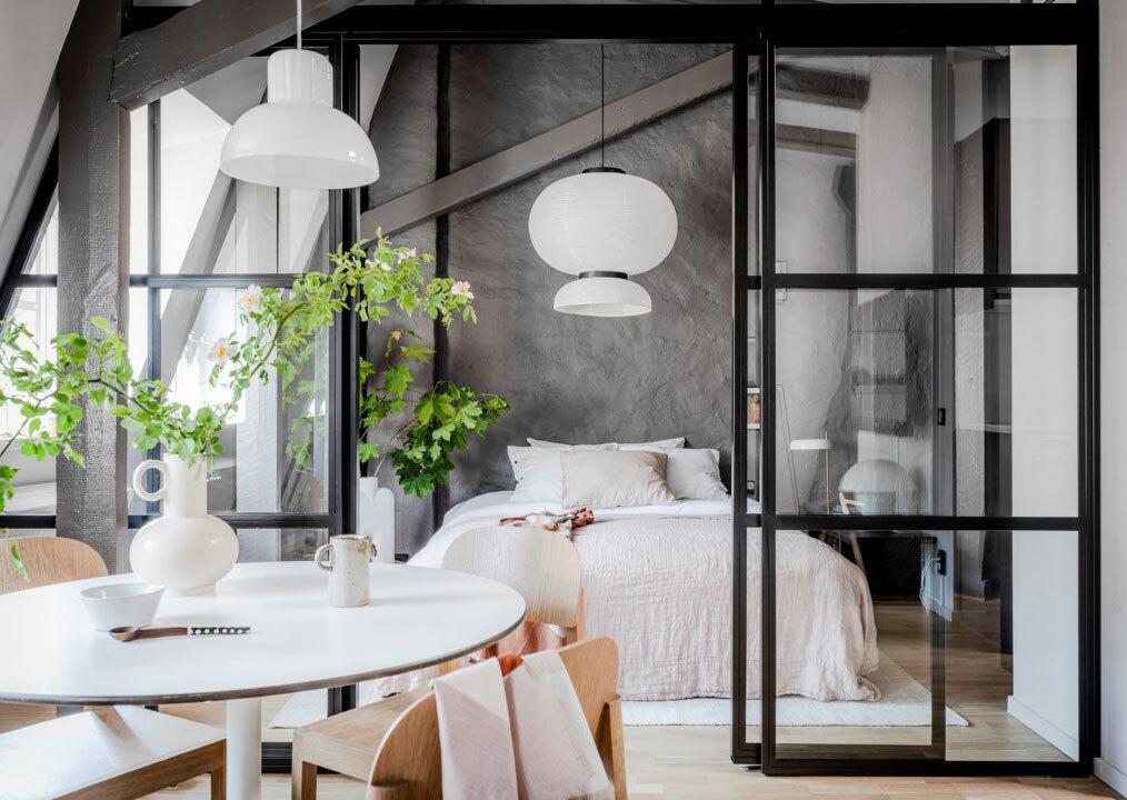 Kerek étkezőasztal tetőtéri lakás