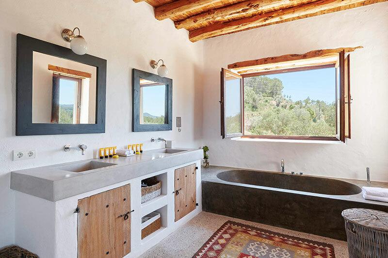 Épített fürdőszoba bútor és épített egyedi fürdőkád