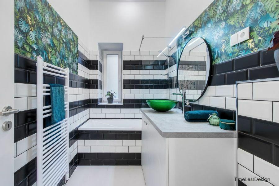 Fürdőszoba fekete és fehér metrócsempével