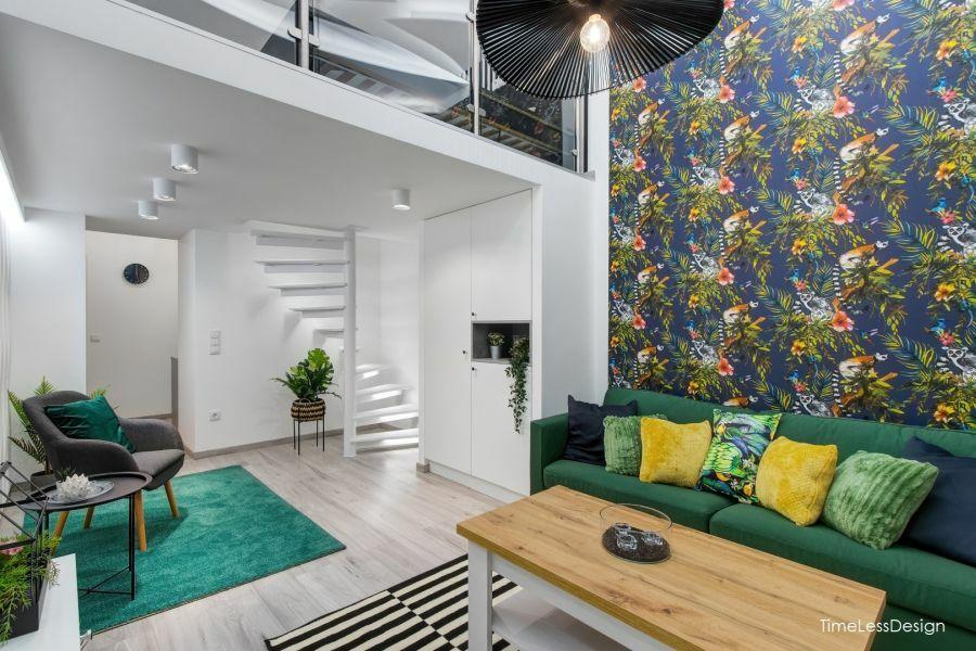 Galériás belvárosi lakás fehér falakkal