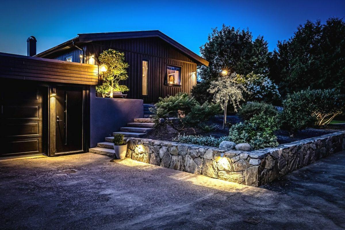 Homlokzati és kerti világítás