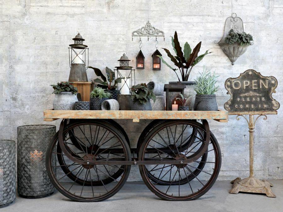 Asztal biciklikerekeken