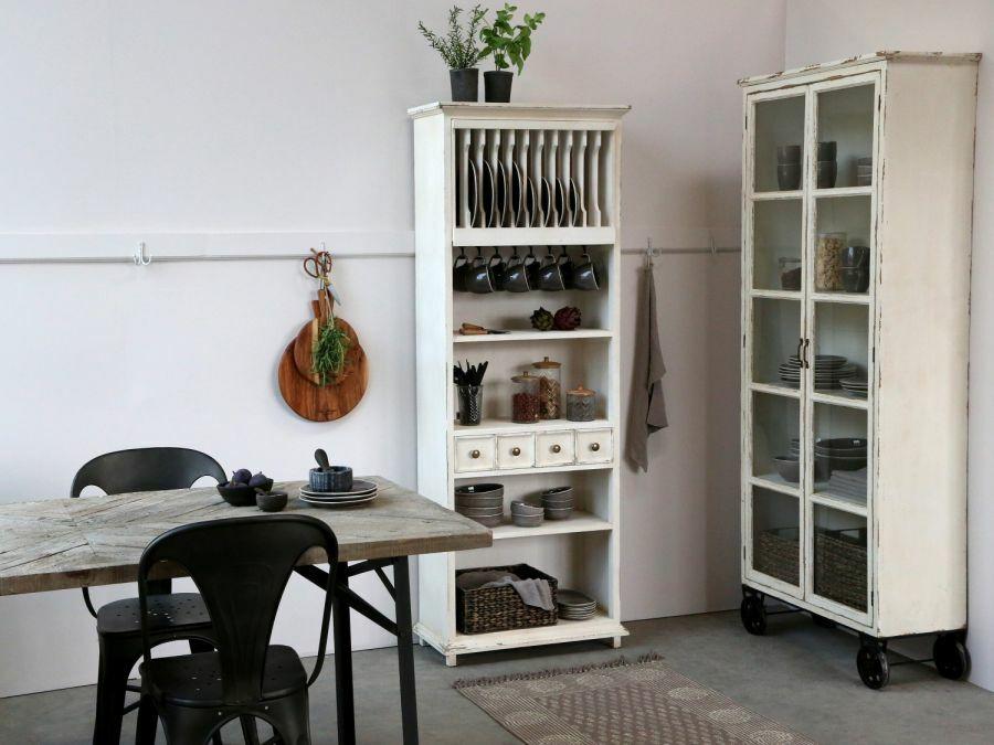 Vidéki stílusú edénytartó szekrény