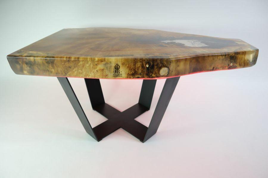 Rönkszelet asztal led világítással